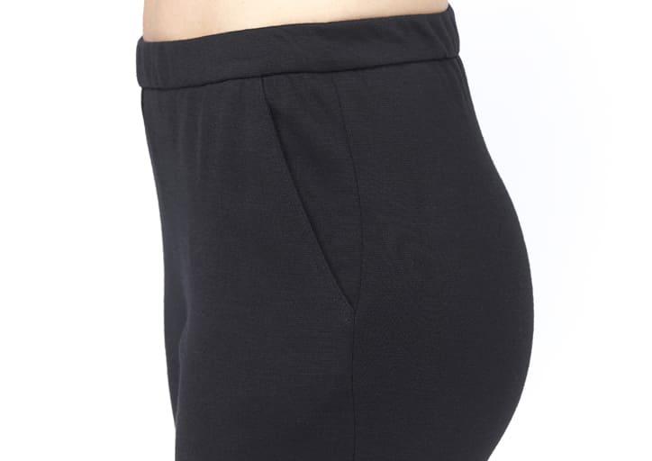 pantalon avec une ceinture élastiquée